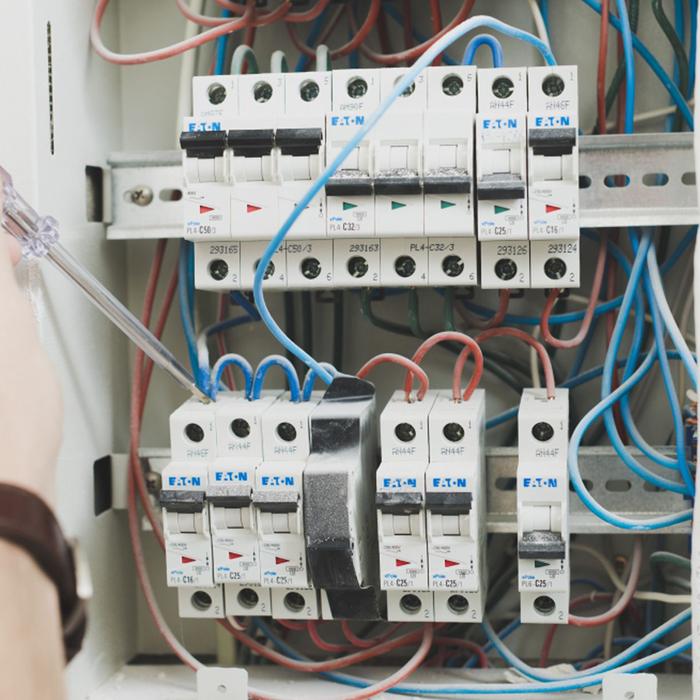 Kontakt - Usługi elektryczne i remontowe.